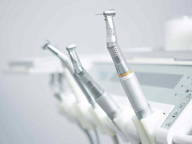 How does tooth enamel last a lifetime?